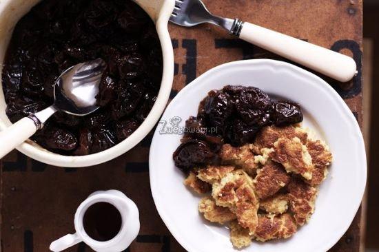 Amarantusowy omlet z suszonymi śliwkami