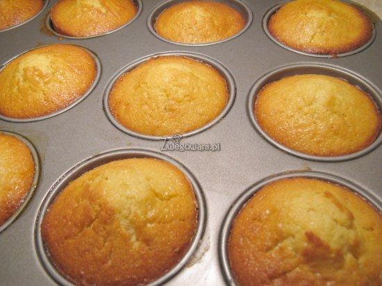 Gotowe muffiny z pomarańczą
