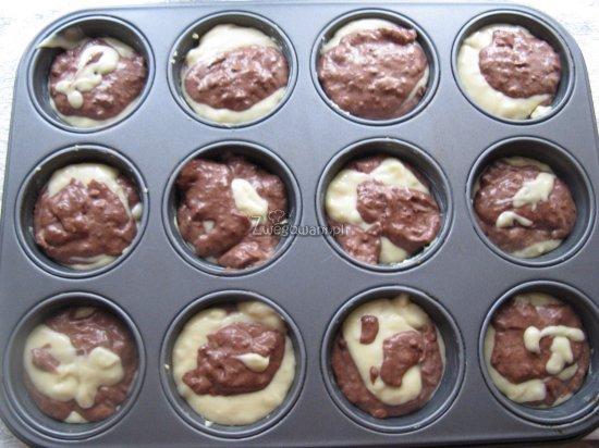Marmurkowe muffinki przed pieczeniem