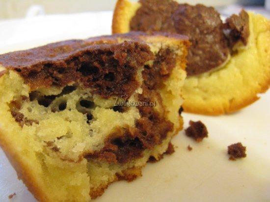 Czekoladowo-kakaowe muffiny w środku