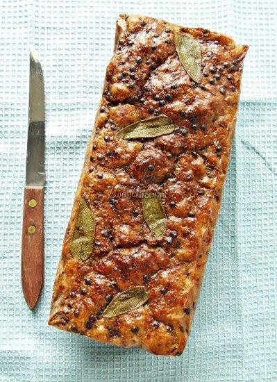 Chleb z czarną soczewicą i szałwią