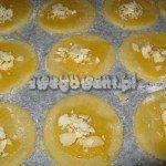 Ciasteczka maślane posypane migdałami