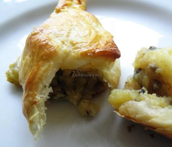 Ciastka francuskie z nadzieniem w przekroju