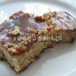 Ciasto bananowe z polewą karmelową i orzechami włoskimi