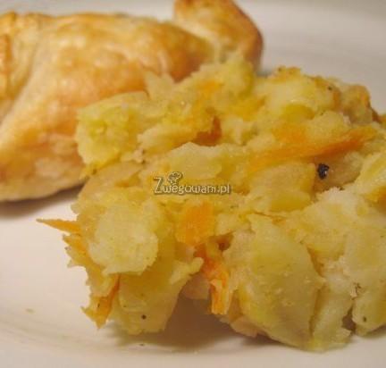 Ciasto francuskie z purée marchewkowo-ziemniaczanym