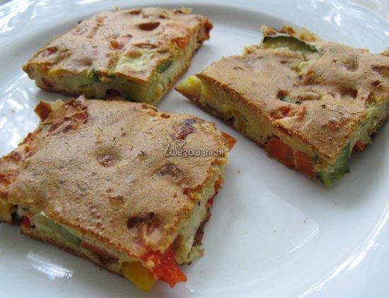 Kolorowe ciasto z nadzieniem warzywnym tuż przed podaniem :)