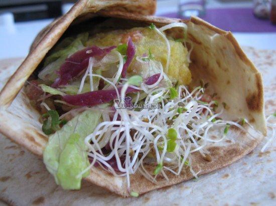Zawinięte w tortilli falafele