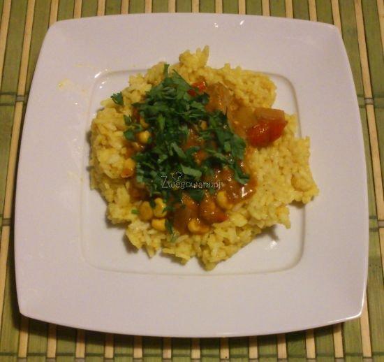 Gulasz sojowy na ryżu