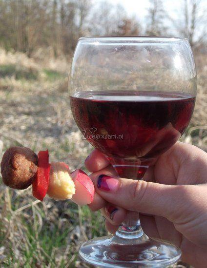 Koreczki piknikowe z czerwonym winem