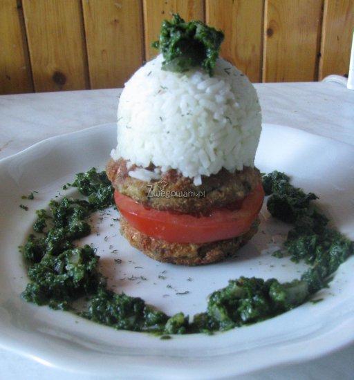 Kotlet sojowy z ryżem i szpinakiem