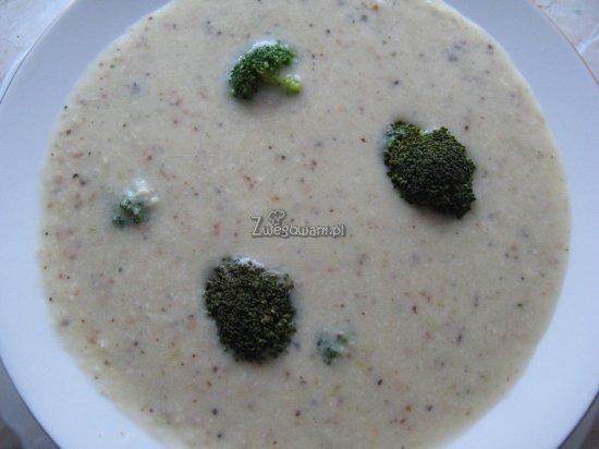 Zupa migdałowa z gruszkami i brokułem