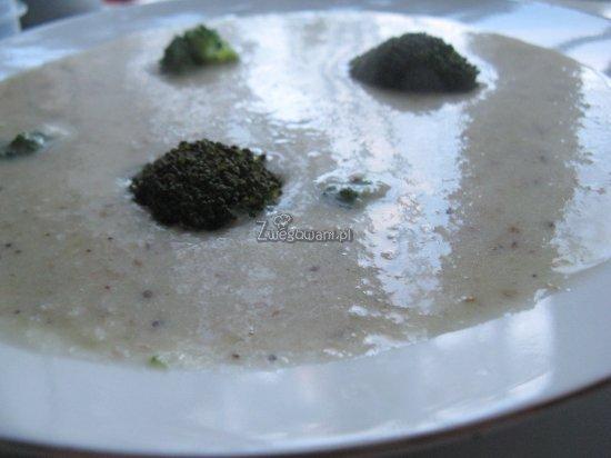 Kremowa zupa migdałowa z brokułami