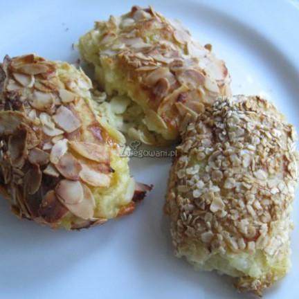 Krokiety ziemniaczane z serem pleśniowym camembert