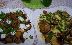 Makaron z bakłażanem, pieczarkami i serem