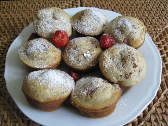 Muffinki z rabarbarem - propozycja podania