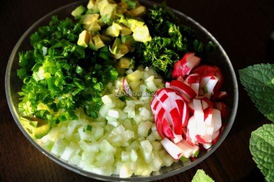 Ogórkowy chłodnik na wegańskim jogurcie