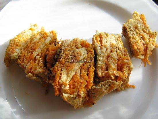 Pokrojony omlet marchewkowy