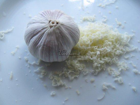 Pasztet serowo-czosnkowy z ziołami - składniki