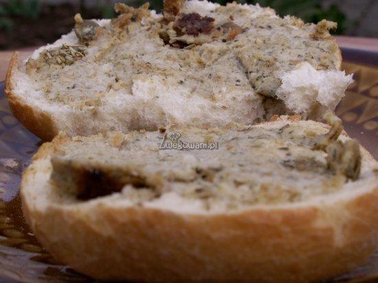 Pasztet z pestek dyni na kanapce