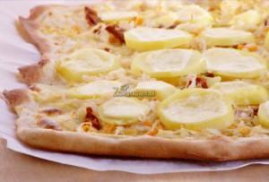 Pizza z kiszoną kapustą i ziemniakami