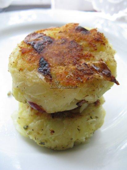 Placki z gotowanych ziemniaków i kapusty z surówką z cebuli