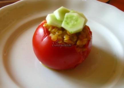 Pomidor nadziewany soczewicą