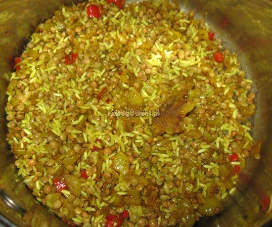Ryż z zieloną soczewicą i papryczką chili. Gotowanie khitcherie
