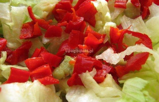 Papryczka chili w sałatce greckiej