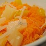 Sałatka marchewkowa z brzoskwinią, ananasem i kiełkami fasoli mung
