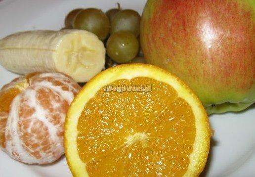 Sałatka owocowa z banana, winogron i wiśni - składniki