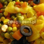 Sałatka warzywna z brzoskwinią i ciecierzycą