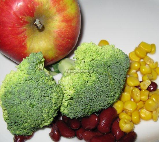 Sałatka z brokułami, fasolą i jabłkiem - składniki