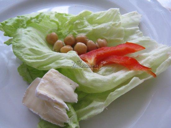 Sałatka z ciecierzycą i papryką - składniki