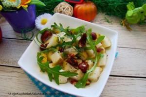Sałatka z gruszką i orzechami