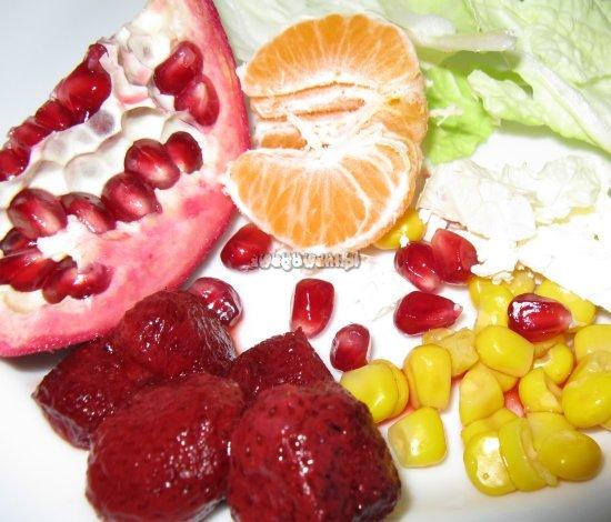 Sałatka z kukurydzą i truskawkami - składniki