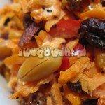 Sałatka z marchewką, papryką i orzechami