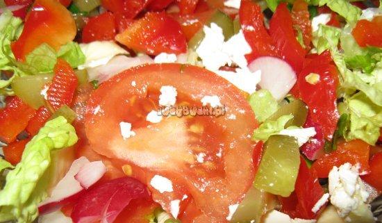 Sałatka grecka z serem feta i pomidorami