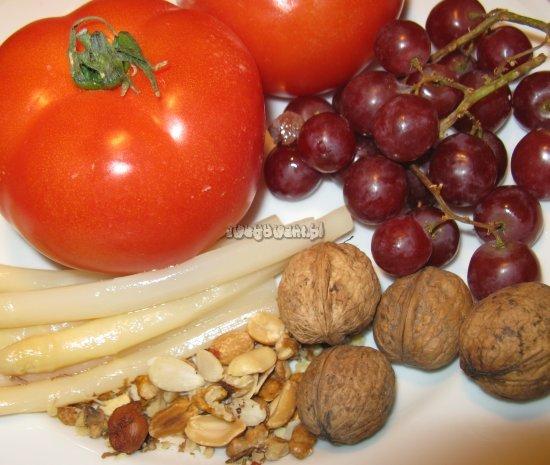 Sałatka z winogron, szparagów i pomidorów - składniki