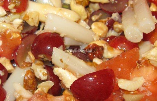 Sałatka z winogron, szparagów i pomidorów