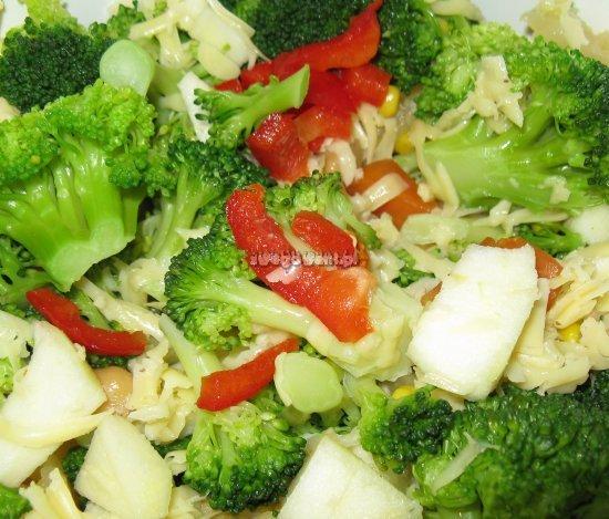 Gotowa sałatka z brokułów