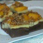 Sernik z brzoskwiniami i kruszonką