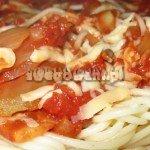 Spaghetti z sosem pomidorowo-grzybowym