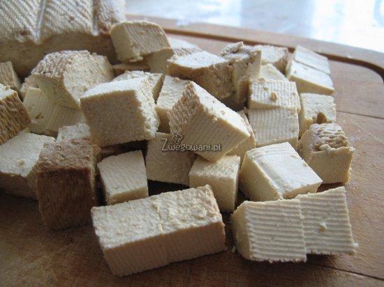 Pokrojone w kostkę tofu
