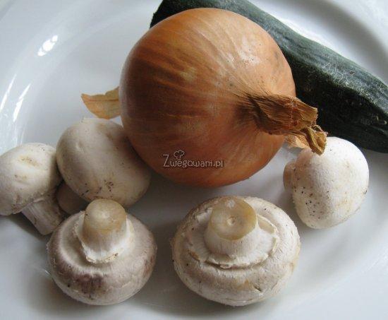 Tort naleśnikowy z sosem beszamelowym - składniki