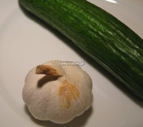 Tzatziki - składniki sosu czosnkowego