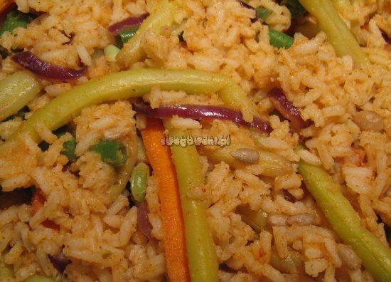 Przyprawiony ryż z warzywami