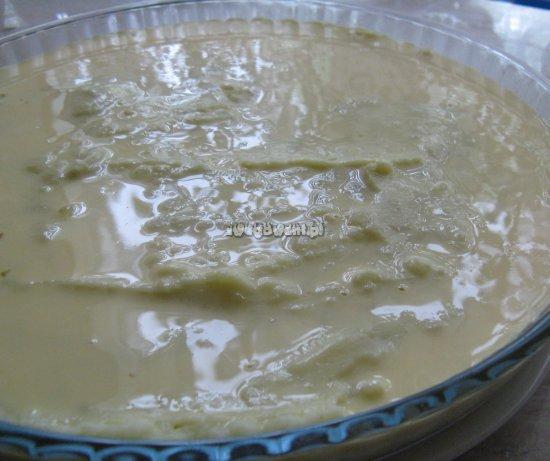 Zapiekanka ziemniaczana przed włożeniem do piekarnika