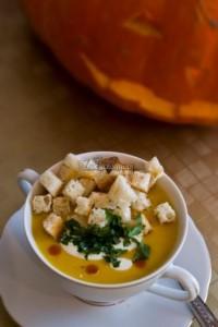 Zupa krem z dyni z grzankami