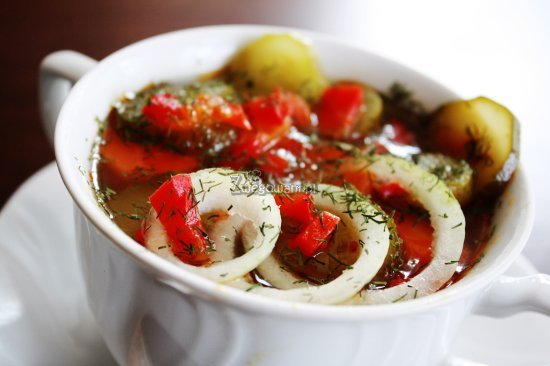 Zupa ogórkowa na ostro z warzywami