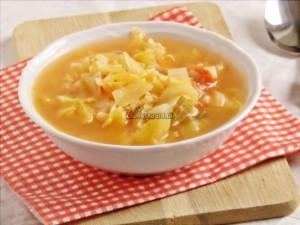 Zupa z młodej kapusty z brązowym ryżem